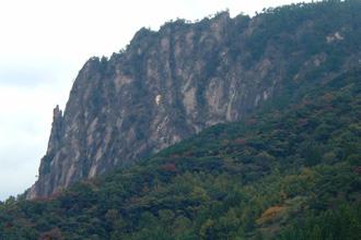 離れた場所から見える比叡山