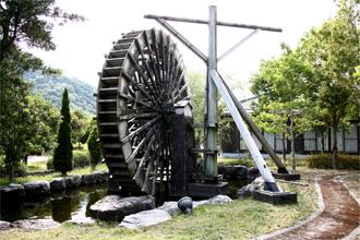 夕府村ホタルの宿 水車