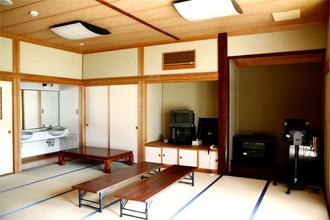 夕府村ホタルの宿 和室・洋室などを完備しています