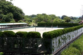 西階テニス場