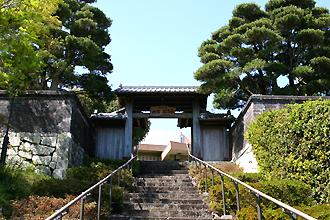 内藤記念館正門