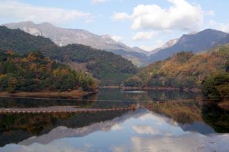 祝子川に映る秋の大崩山2