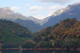 秋の大崩山遠景