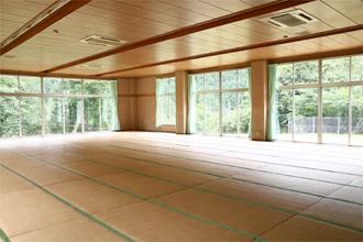 自然休養村センター「清流荘」 大研修室 定員200名 他に小研修室 定員50名