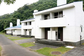 須美江家族旅行村 ケビン施設(平屋8棟、2階建4棟)定員5名 隣接してオートキャンプ場があります