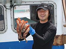 漁の期間中に最も大きな(重量で判断)タコを獲られたオーナー 1名様には
